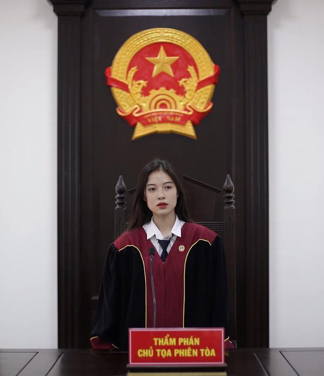 Nữ thẩm phán khiến dân mạng truy lùng chỉ sau vài bức hình, tiết lộ điều tự ti của bản thân - ảnh 3