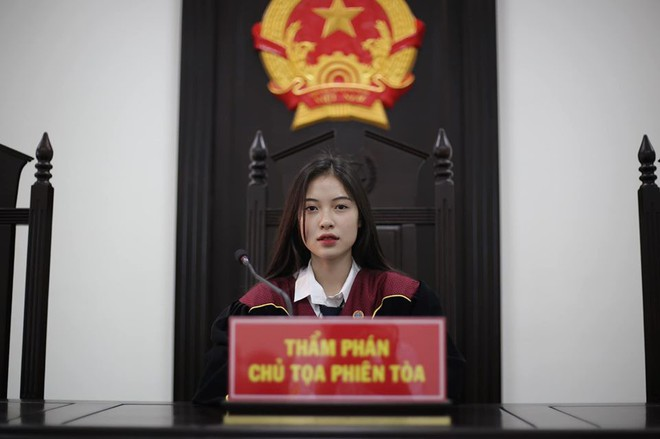 Nữ thẩm phán khiến dân mạng truy lùng chỉ sau vài bức hình, tiết lộ điều tự ti của bản thân - ảnh 1