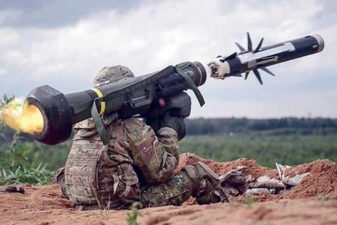 Tên lửa Javelin Mỹ vô dụng ở Ukraine: Sợ hãi Gấu Nga phải tránh xa hàng trăm km! - Ảnh 2.