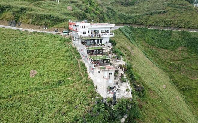 """Hà Giang lập đoàn kiểm tra công trình 7 tầng đồ sộ """"mọc"""" trên đèo Mã Pì Lèng"""