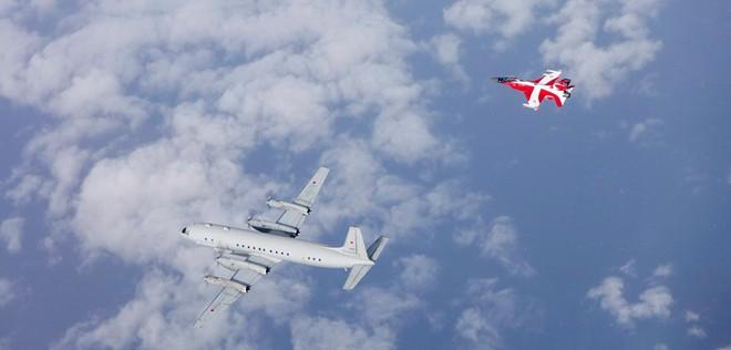 Tiêm kích F-16 của Đan Mạch 'xua đuổi' máy bay trinh sát Nga - Ảnh 1.