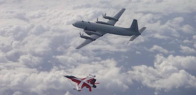Tiêm kích F-16 của Đan Mạch 'xua đuổi' máy bay trinh sát Nga - Ảnh 3.