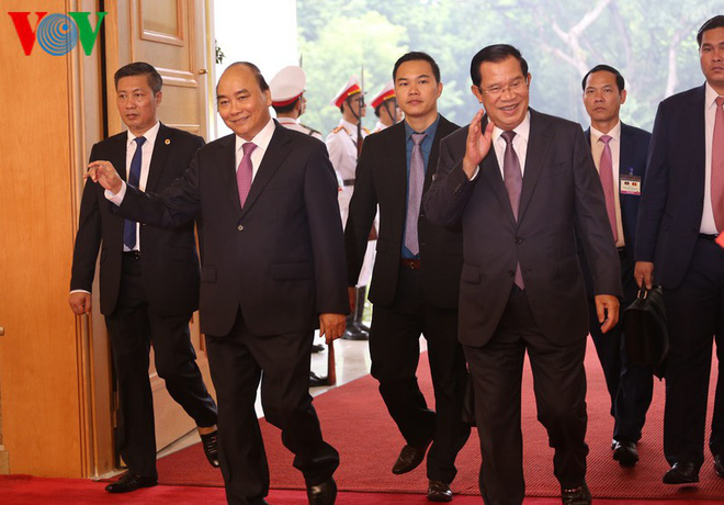 Thủ tướng Nguyễn Xuân Phúc chủ trì lễ đón Thủ tướng Campuchia Hun Sen - Ảnh 4.