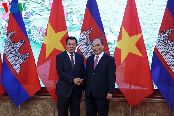 Thủ tướng Nguyễn Xuân Phúc chủ trì lễ đón Thủ tướng Campuchia Hun Sen - Ảnh 5.