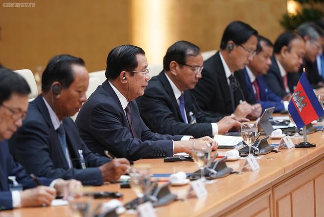 Thủ tướng Nguyễn Xuân Phúc chủ trì lễ đón Thủ tướng Campuchia Hun Sen - Ảnh 8.