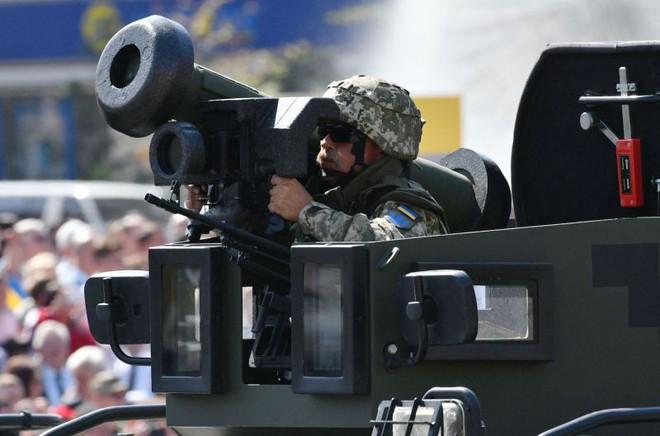 Tên lửa Javelin Mỹ vô dụng ở Ukraine: Sợ hãi Gấu Nga phải tránh xa hàng trăm km! - Ảnh 1.