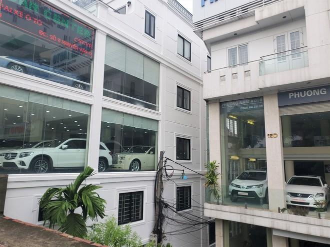 Thượng vàng, hạ cám từ xế sang bạc tỷ đến xe cỏ siêu rẻ tại chợ ô tô lớn nhất Hà Nội - Ảnh 5.