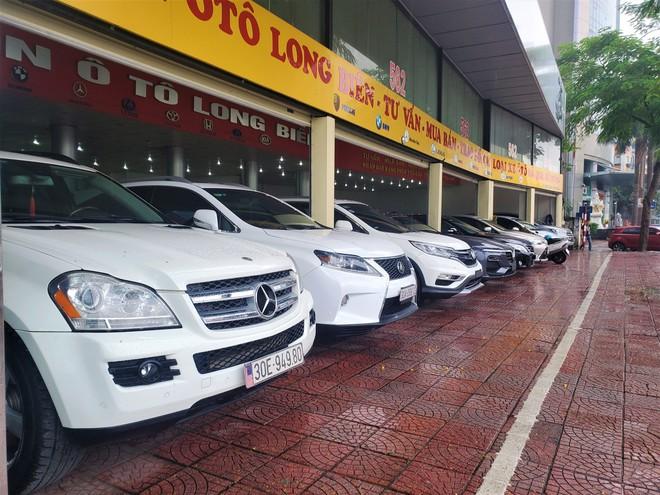 Thượng vàng, hạ cám từ xế sang bạc tỷ đến xe cỏ siêu rẻ tại chợ ô tô lớn nhất Hà Nội - Ảnh 1.