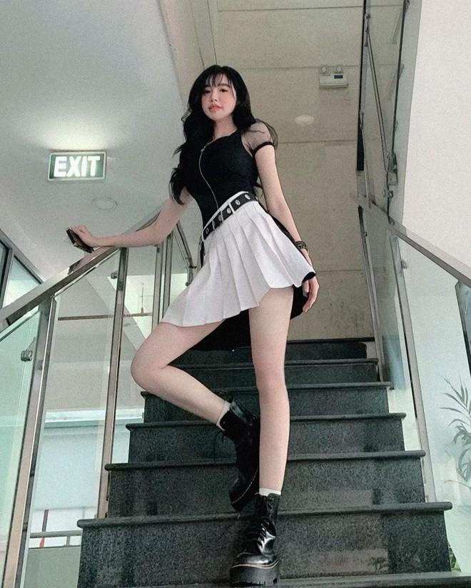 Elly Trần lộ thân hình nhỏ bé, gầy gò khiến fan lo lắng - Ảnh 3.