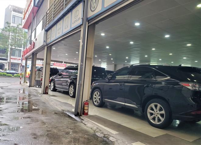 Thượng vàng, hạ cám từ xế sang bạc tỷ đến xe cỏ siêu rẻ tại chợ ô tô lớn nhất Hà Nội - Ảnh 4.