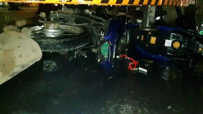 Tai nạn liên hoàn giữa ngã tư lúc rạng sáng, thanh niên 21 tuổi tử vong - Ảnh 1.