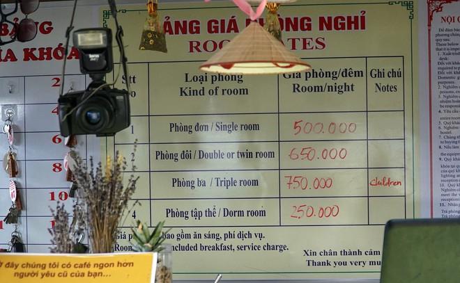 Hàng trăm lượt khách tiếp tục check-in tại tòa gai bê tông trên đèo Mã Pì Lèng, nhà hàng trang bị thêm thang - Ảnh 5.