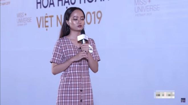 Thí sinh Hoa hậu Hoàn vũ vấp ngã, bị chê khi mặc bikini, Hương Ly phải xin lỗi vì phi guốc trước mặt giám khảo - Ảnh 12.