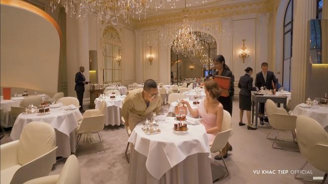 Vũ Khắc Tiệp dẫn Ngọc Trinh ở khách sạn Paris giá 110 triệu, ăn tối vài ngàn đô - Ảnh 9.