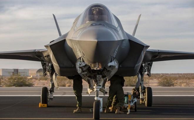 """Cuống cuồng """"huấn luyện"""" cách chiến đấu cho F-35, Mỹ có khắc chế được sức mạnh khủng khiếp từ S-400 của Nga?"""