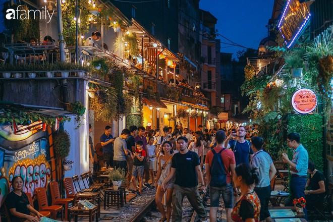 Vừa trở thành địa điểm sống ảo hot nhất 2019 ở Hà Nội, phố đường tàu Phùng Hưng có nguy cơ bị dẹp bỏ không thương tiếc và phản ứng của dân mạng thế nào? - Ảnh 1.