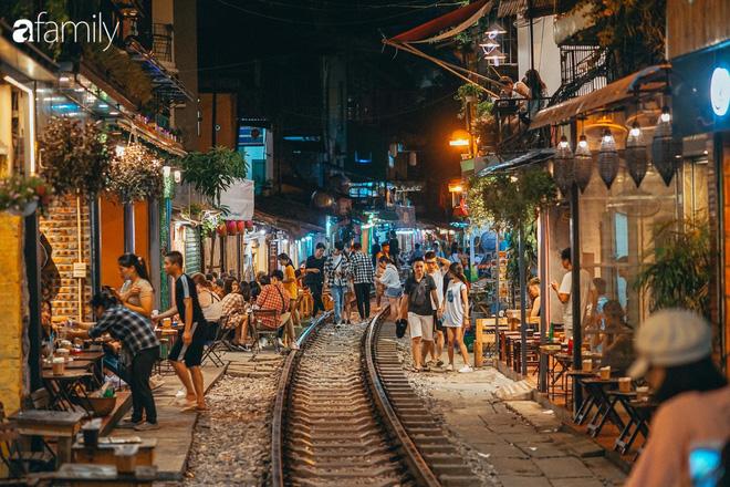 Vừa trở thành địa điểm sống ảo hot nhất 2019 ở Hà Nội, phố đường tàu Phùng Hưng có nguy cơ bị dẹp bỏ không thương tiếc và phản ứng của dân mạng thế nào? - Ảnh 3.