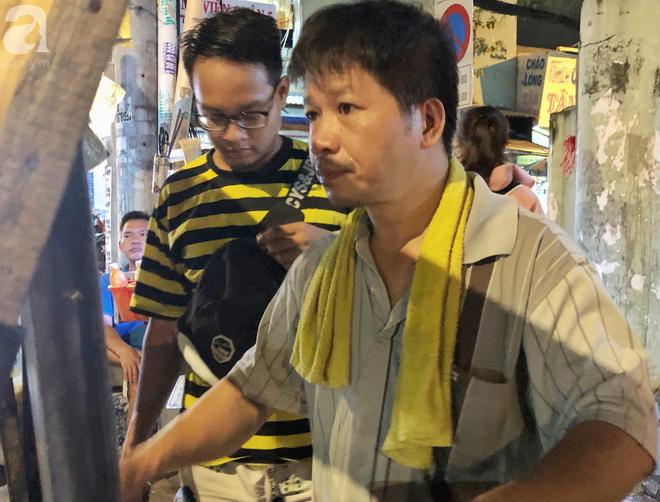 Xe bánh nướng vui vẻ của ông chú Sài Gòn, khách hàng đến chỉ có cười tít mắt: Chụp hình tui mỏ nhọn nhớ photoshop lại cho đẹp nha - Ảnh 4.