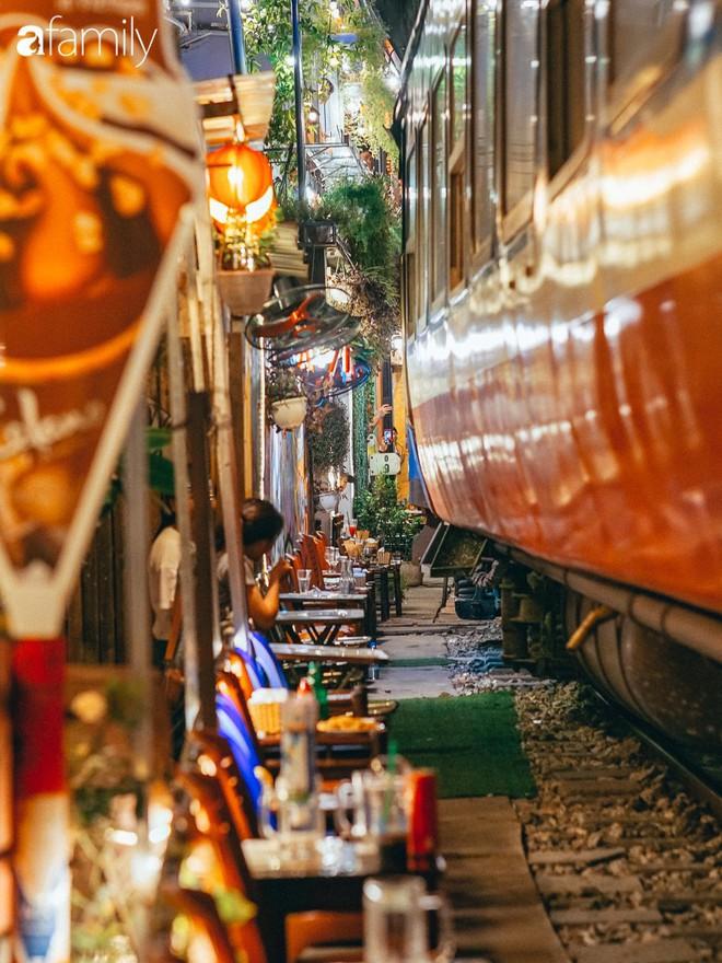 Vừa trở thành địa điểm sống ảo hot nhất 2019 ở Hà Nội, phố đường tàu Phùng Hưng có nguy cơ bị dẹp bỏ không thương tiếc và phản ứng của dân mạng thế nào? - Ảnh 4.