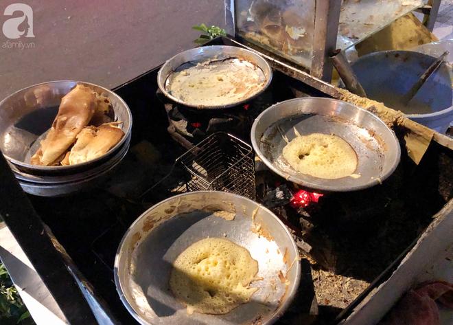 Xe bánh nướng vui vẻ của ông chú Sài Gòn, khách hàng đến chỉ có cười tít mắt: Chụp hình tui mỏ nhọn nhớ photoshop lại cho đẹp nha - Ảnh 5.
