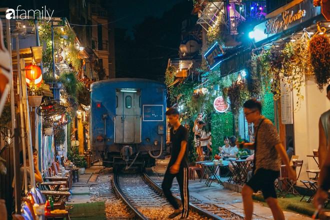 Vừa trở thành địa điểm sống ảo hot nhất 2019 ở Hà Nội, phố đường tàu Phùng Hưng có nguy cơ bị dẹp bỏ không thương tiếc và phản ứng của dân mạng thế nào? - Ảnh 5.