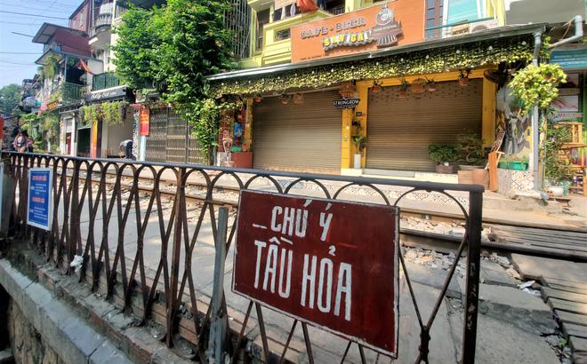 Hàng quán phố đường tàu Hà Nội đóng cửa, tiểu thương lo mất trắng trước tin dẹp tiệm