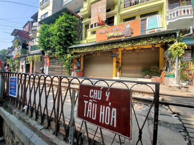 Hàng quán phố đường tàu Hà Nội đóng cửa, tiểu thương lo mất trắng trước tin dẹp tiệm - Ảnh 3.
