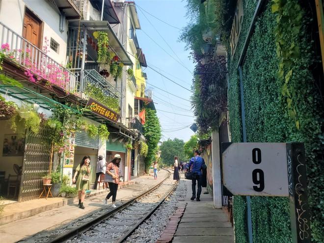 Hàng quán phố đường tàu Hà Nội đóng cửa, tiểu thương lo mất trắng trước tin dẹp tiệm - Ảnh 8.