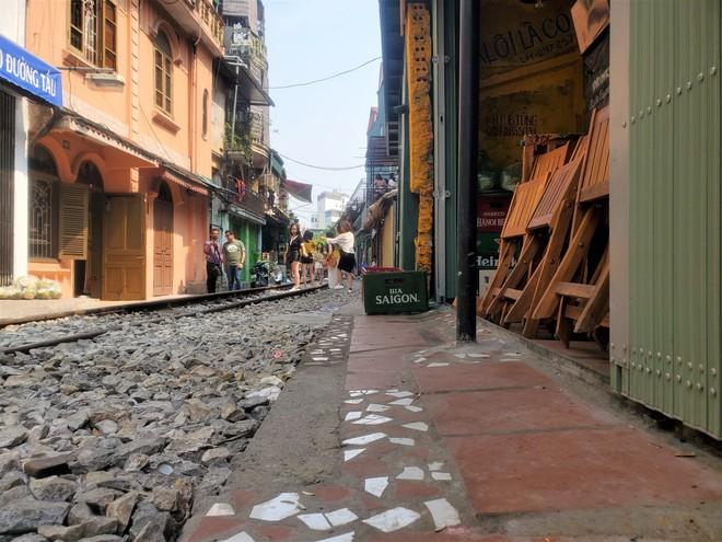Hàng quán phố đường tàu Hà Nội đóng cửa, tiểu thương lo mất trắng trước tin dẹp tiệm - Ảnh 9.