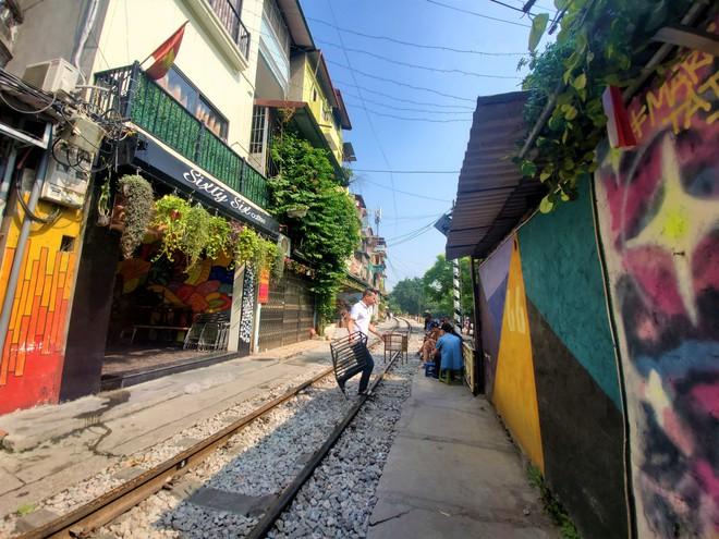 Hàng quán phố đường tàu Hà Nội đóng cửa, tiểu thương lo mất trắng trước tin dẹp tiệm - Ảnh 6.