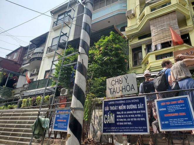 Hàng quán phố đường tàu Hà Nội đóng cửa, tiểu thương lo mất trắng trước tin dẹp tiệm - Ảnh 12.
