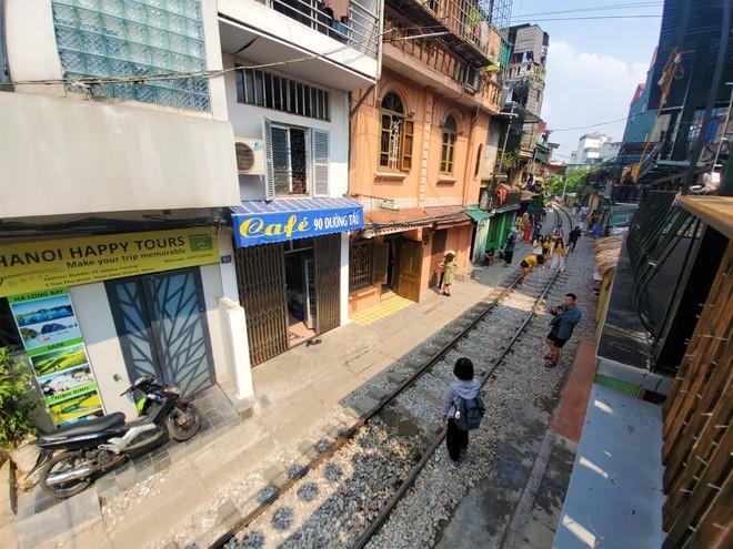 Hàng quán phố đường tàu Hà Nội đóng cửa, tiểu thương lo mất trắng trước tin dẹp tiệm - Ảnh 2.