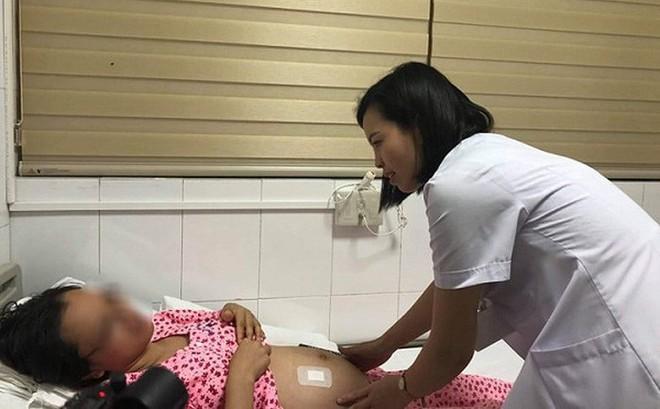 Hà Nội: Phuật thuật chữa bệnh cho bào thai 23 tuần tuổi ngay trong bụng mẹ