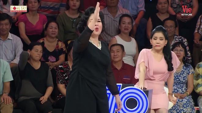 NSND Hồng Vân: Tôi tức quá nên phải nói cái này, Tự Long làm tôi rất khó chịu - Ảnh 7.