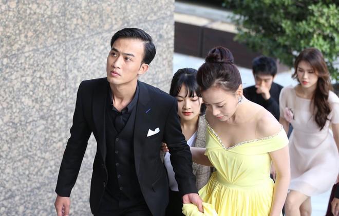 Phương Oanh xinh đẹp trên thảm đỏ LHP Busan, run rẩy khi gặp thần tượng Huỳnh Tông Trạch - Ảnh 2.