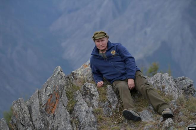 24h qua ảnh: Tổng thống Putin chụp ảnh trong kỳ nghỉ ở Siberia - Ảnh 2.