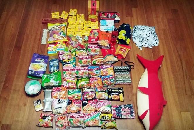Xôn xao tấm ảnh của một thanh niên Hàn Quốc du lịch từ Việt Nam trở về: Vali toàn mỳ gói! - ảnh 1