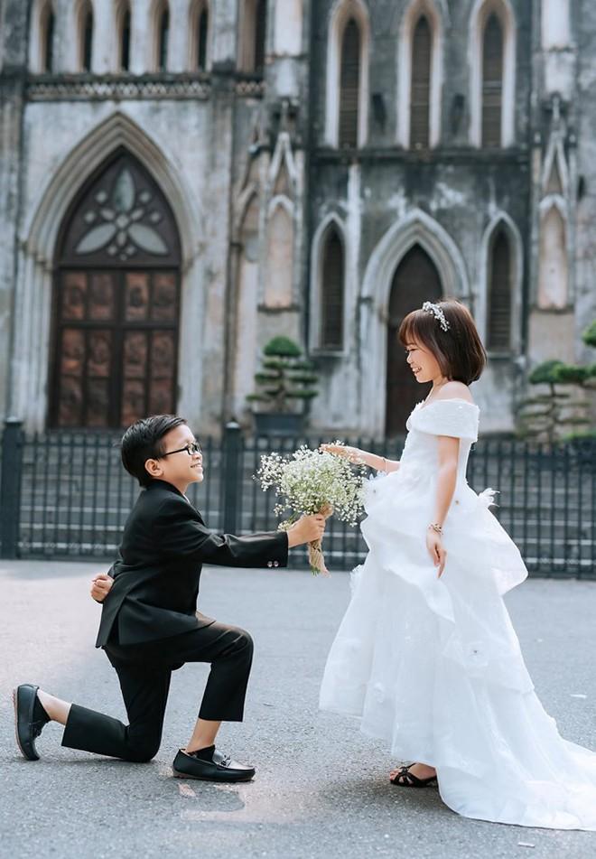 Cô gái 1,2m chụp ảnh cưới với thầy giáo tí hon từng trúng tiếng sét ái tình qua tivi - Ảnh 2.