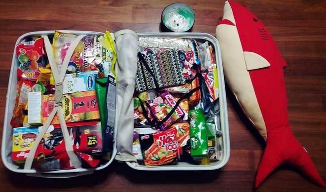 Xôn xao tấm ảnh của một thanh niên Hàn Quốc du lịch từ Việt Nam trở về: Vali toàn mỳ gói! - ảnh 2