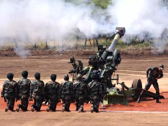 Ấn Độ dùng trực thăng cẩu lựu pháo M777 lên biên giới: Sẵn sàng ứng chiến với Trung Quốc? - Ảnh 1.