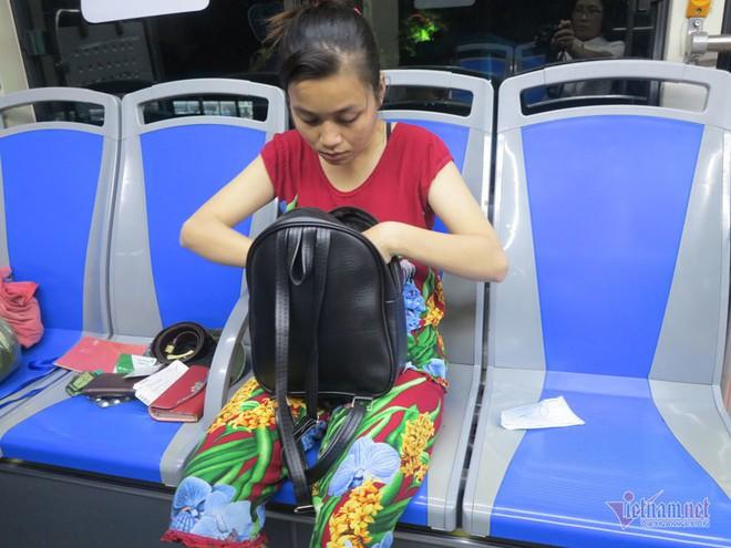 Buồng hạnh phúc trên xe buýt Sài Gòn, tài xế coi con trai riêng của vợ như con đẻ - Ảnh 4.