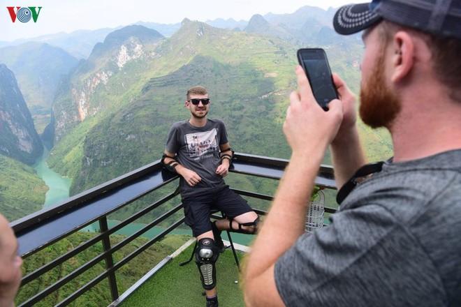 """""""Mã Pì Lèng Panorama tiện lợi để ngắm cảnh nhưng không hài hòa với thiên nhiên"""" - Ảnh 4."""