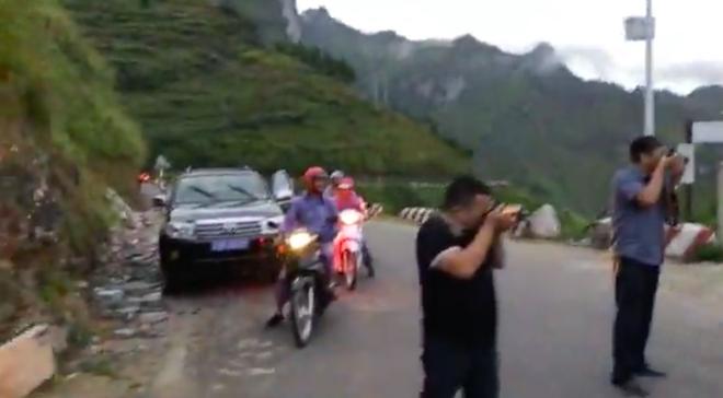 Hiếu Orion cùng 3 người đàn ông khoả thân, chạy xe máy tới khách sạn 7 tầng trên đèo Mã Pì Lèng - ảnh 4