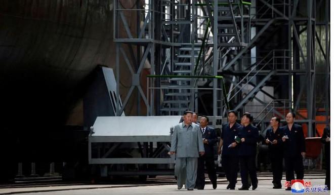 Những phỏng đoán về tàu ngầm và tên lửa của Triều Tiên sau vụ phóng ngày 2.10 - Ảnh 1.