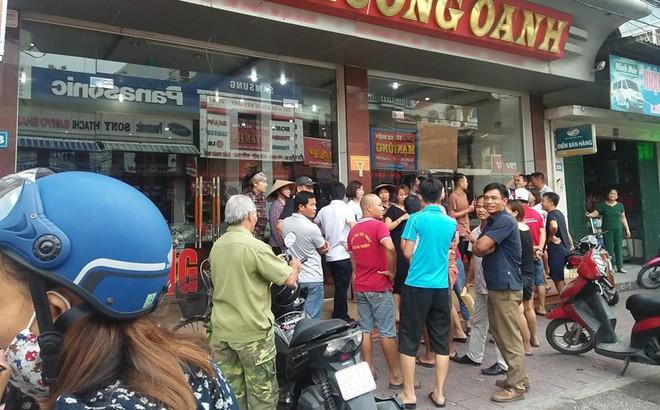 Nóng: Công an đang truy bắt đối tượng cầm súng cướp tiệm vàng ở Quảng Ninh