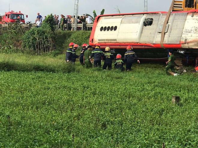 Lật xe giường nằm trên đường đi Lào, 1 người chết, 20 người bị thương - Ảnh 7.