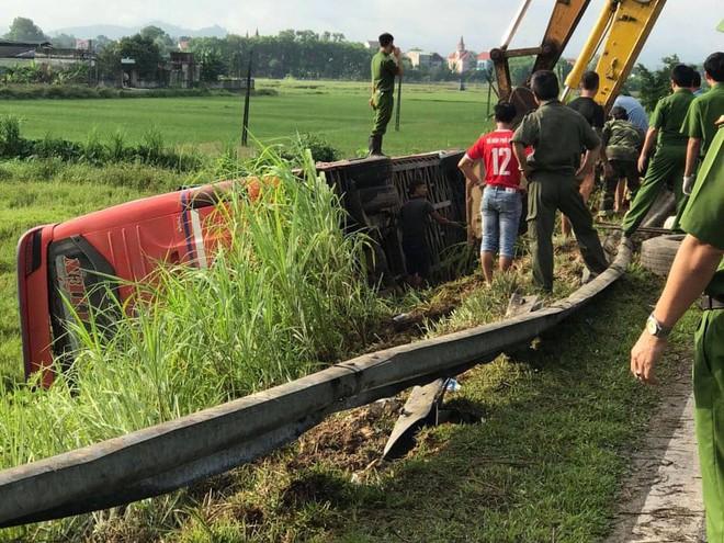 Lật xe giường nằm trên đường đi Lào, 1 người chết, 20 người bị thương - Ảnh 3.