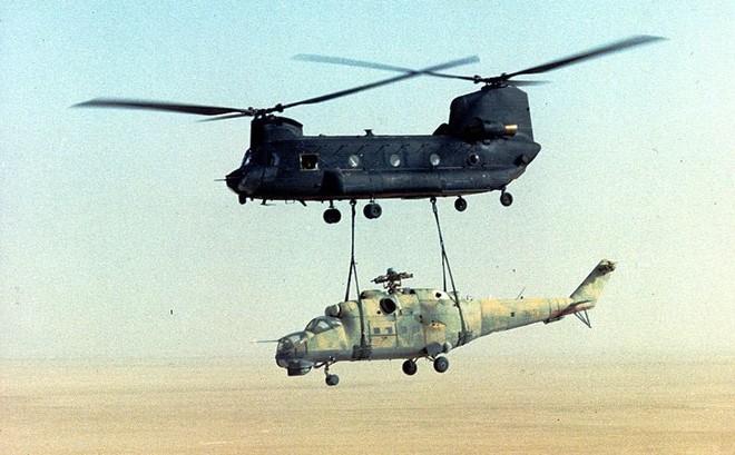 """""""Thỏa thuận bẩn"""" của Mỹ và chiến dịch đánh cắp trực thăng vũ trang Liên Xô ngay trong đêm"""