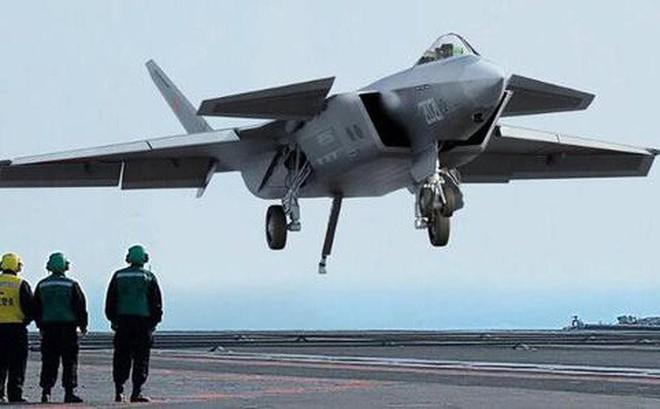 Đưa J-20 lên tàu sân bay: Trung Quốc đang tự nhấn chìm tham vọng hải quân xuống đáy biển?