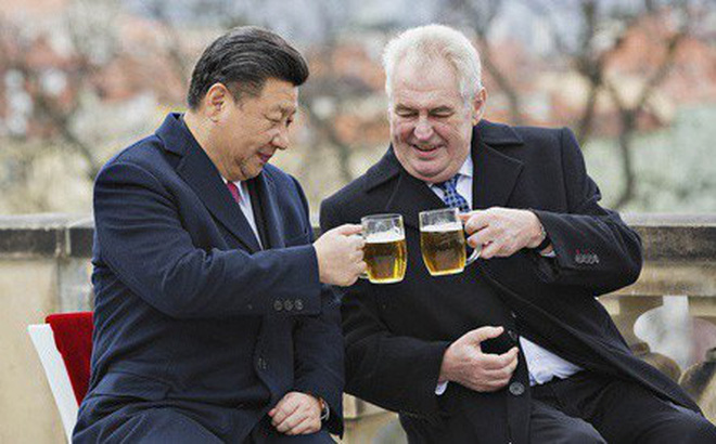 """Thủ đô Séc cắt đứt """"tình chị em"""" với Bắc Kinh vì Đài Loan, Trung Quốc giận dữ: Lật lọng!"""